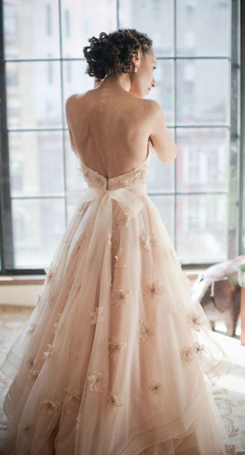 abito da sposa rosa cipria e oro