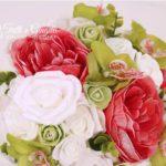 bouquet sposa orchidee e peonie rosse e verde mela