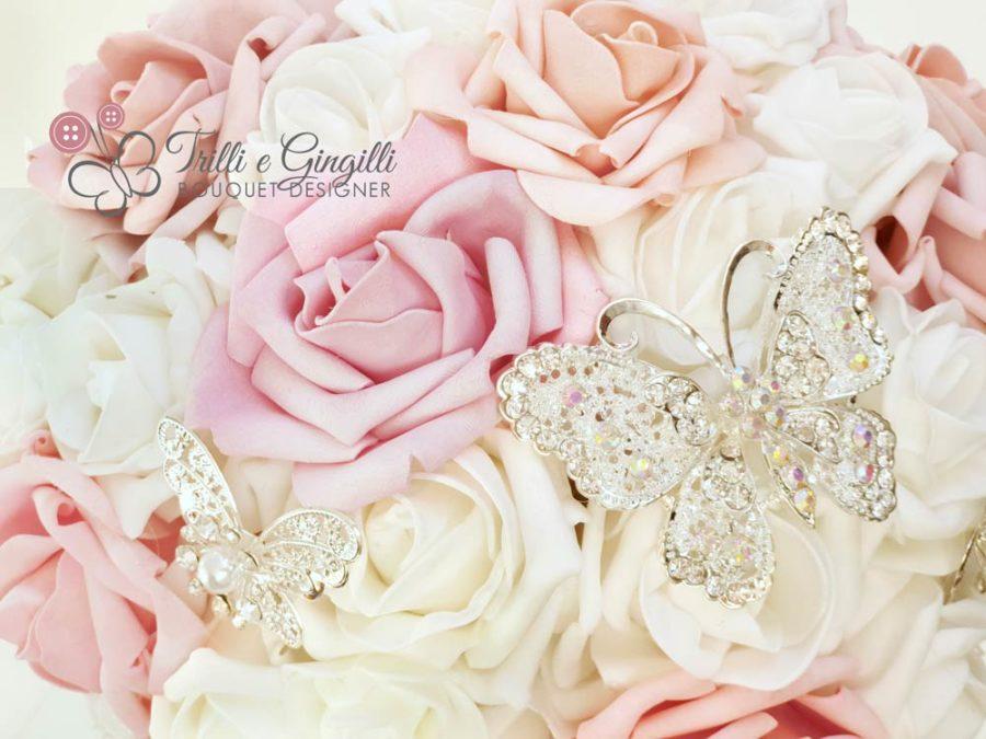 Bouquet sposa rose farfalle gioielli