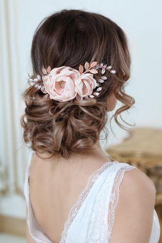 acconciature sposa per capelli lunghi con fiori