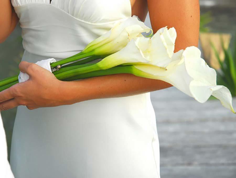 bouquet sposa a fascio bianco