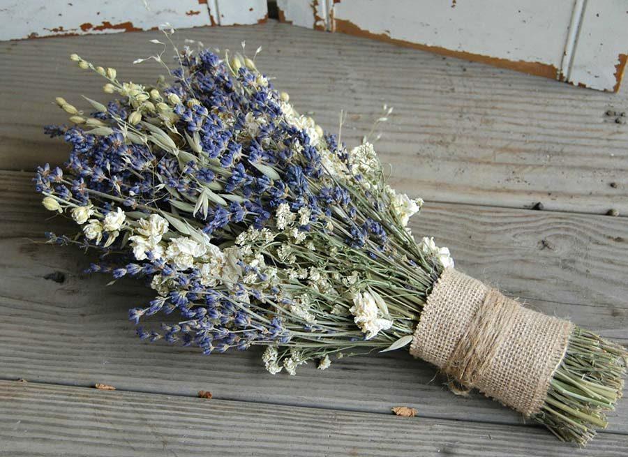 bouquet da sposa a fascio con fiori di campo