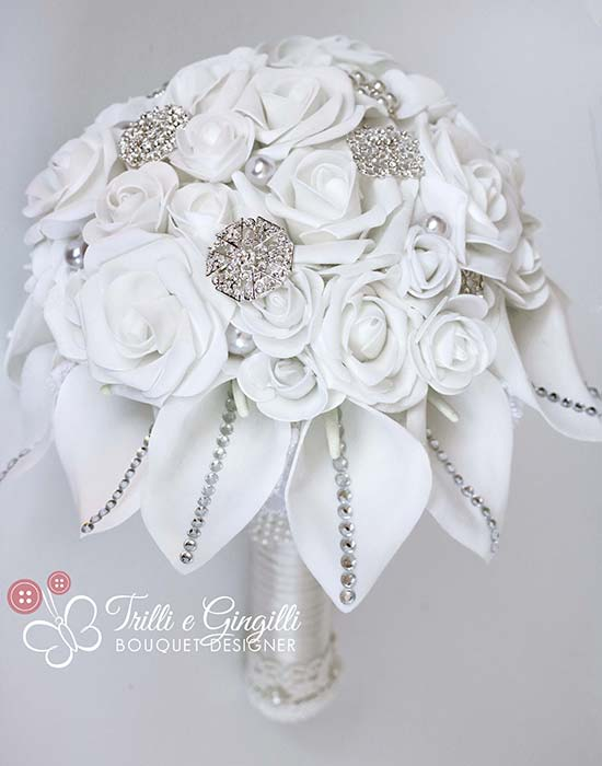bouquet gioiello di rose bianche e calle