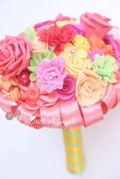 bouquet sposa colorato tessuto