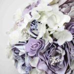 Bouquet di peonie lilla lavanda e ortensie bianche