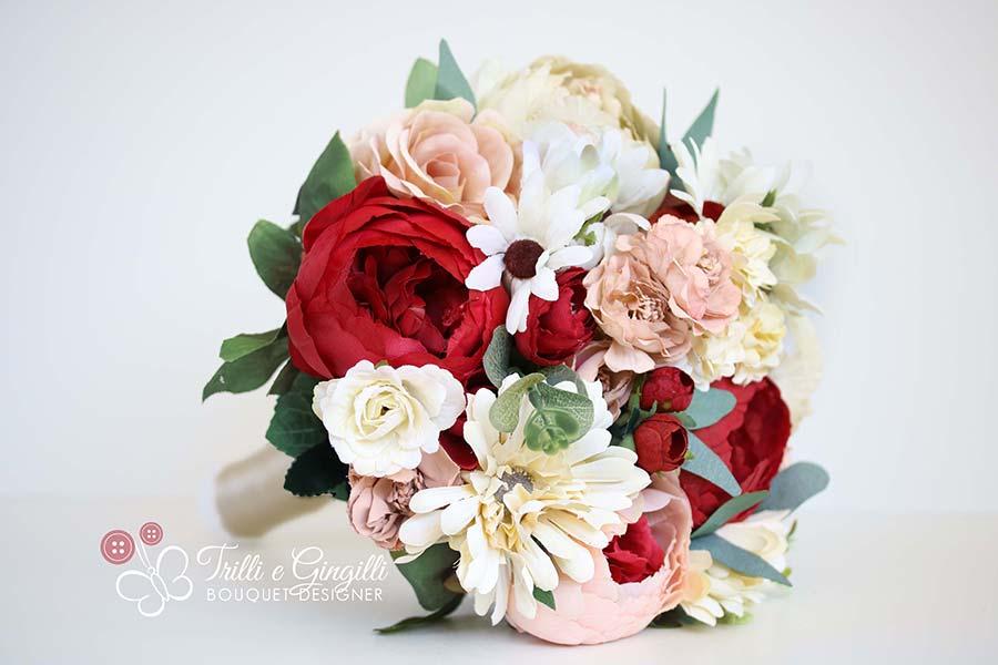 bouquet di peonie rosse e rosa