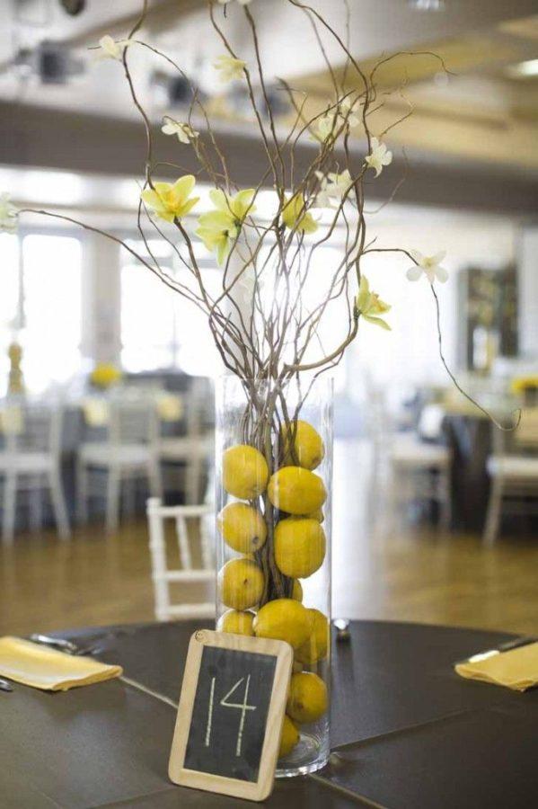 centrotavola matrimonio a tema frutti con limoni