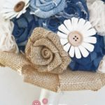Bouquet di jeans. juta, carta, bottoni