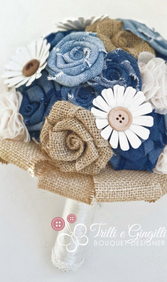 Bouquet di jeans. juta, carta, bottoni