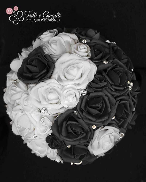 bouquet nero bianco con rose