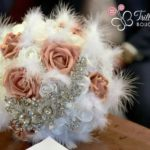 Bouquet di rose gioiello con piume