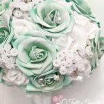 Bouquet con rose menta e nebbiolina