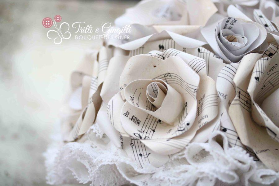 Bouquet di carta con spartiti