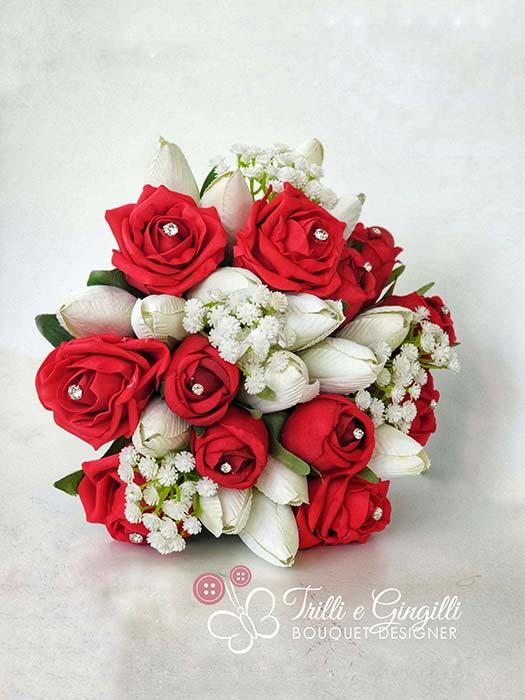 bouquet rose rosse e tulipani bianchi