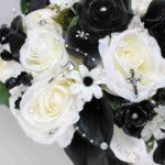 Bouquet bianco e nero Real Life a tema rock