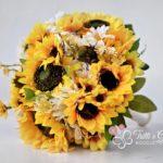 Bouquet di girasoli, margherite e rose