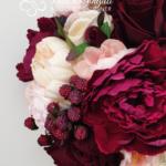 Bouquet Real Life bordeaux e rosa con lamponi