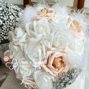 Bouquet rose pesca gioiello con piume