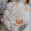 Bouquet rose pesca gioiello con piumeello oiume