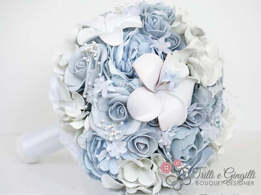 bouquet sposa particolari celesti di rose peonie frangipani