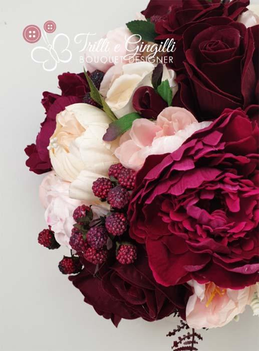 Bouquet bordeaux con more e lamponi