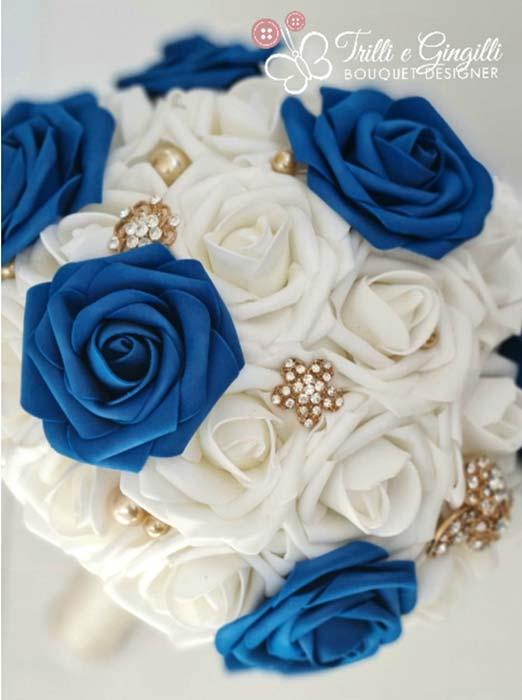 bouquet di rose bianche e blu royal