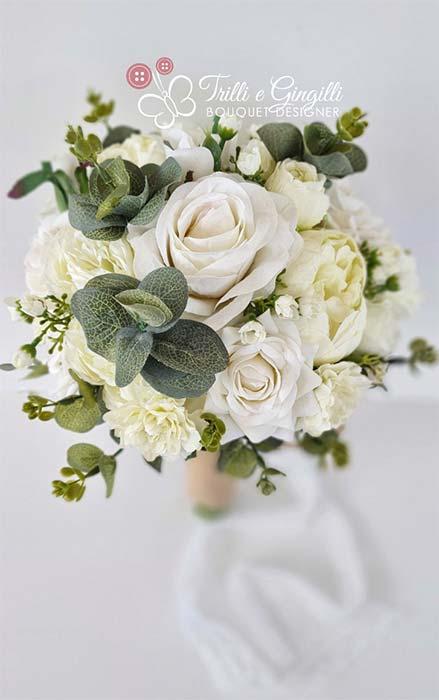Bouquet sposa bianco con rose e peonie