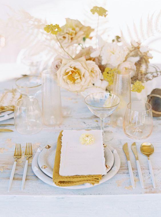 table setting matrimonio giallo oro